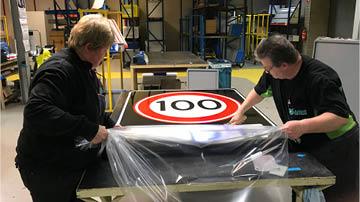 Maximumsnelheid op de Nederlandse snelwegen omlaag naar 100 kilometer per uur